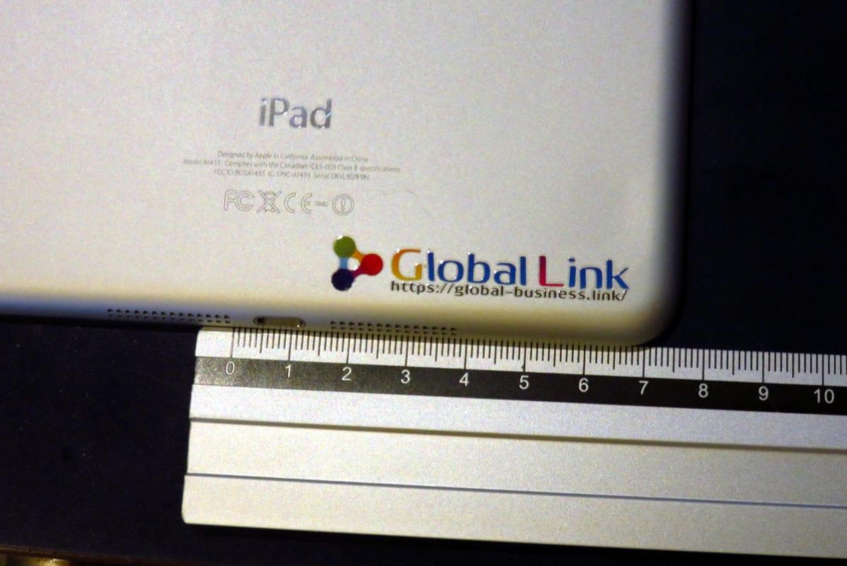 iPadの裏にはってみました